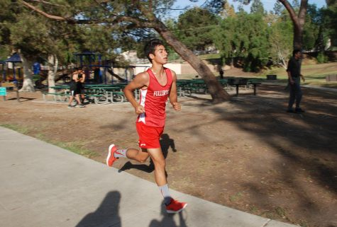 Senior Mark Paul at Craig Park running the Freeway League Preview on Sept. 27. Photo by Christian Yousling.