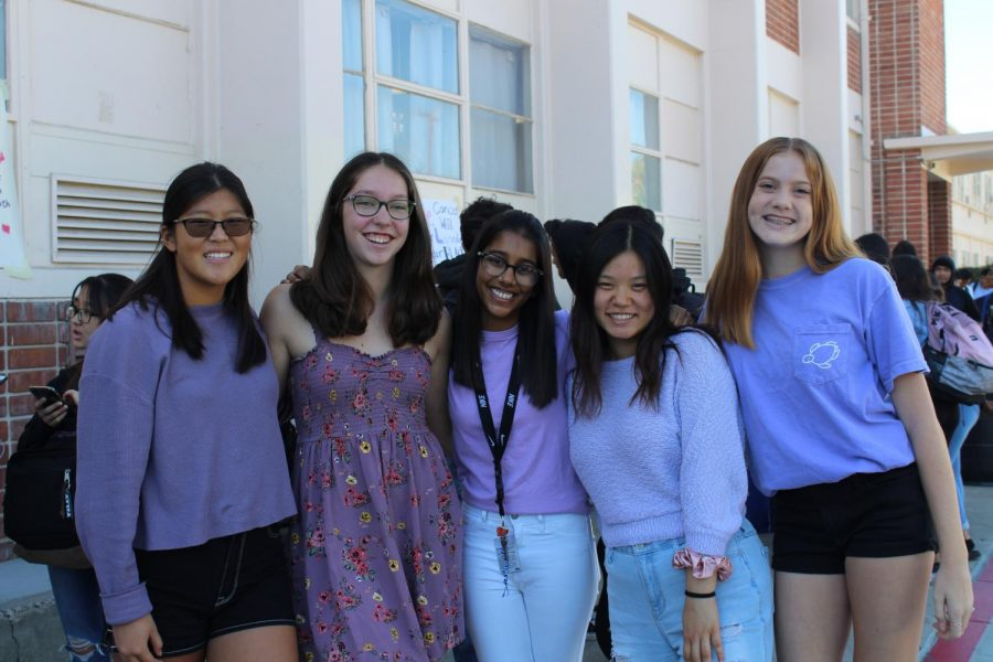 On+Monday+students+wore+lavender+to+support+cancer+awareness.+Photo+by+Betsy+Barreto.