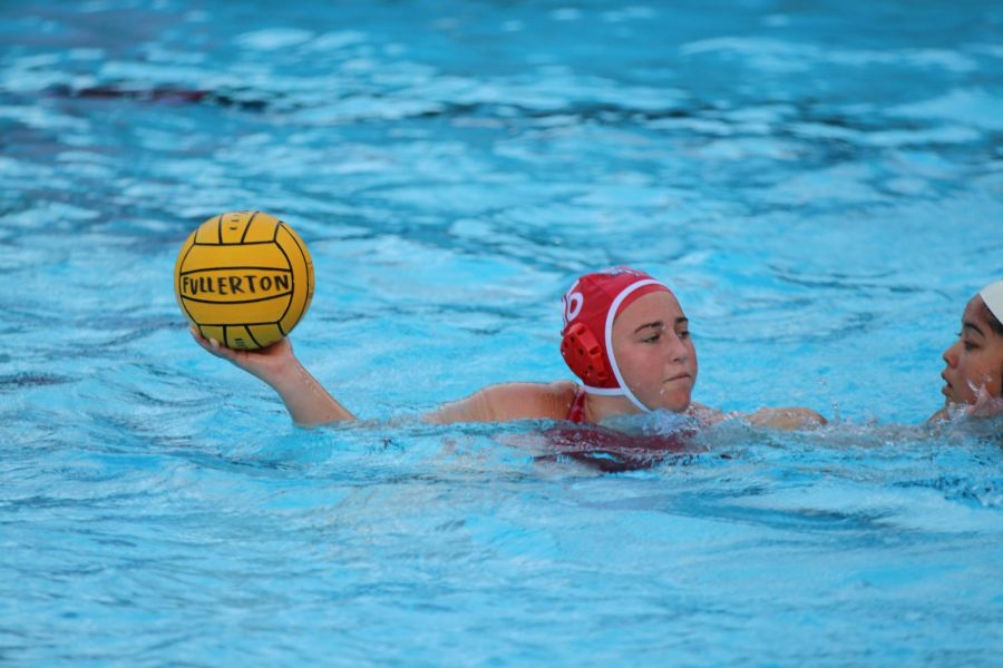 Senior+captain+Erin+Sharp+looks+to+score+a+goal.+The+girls+water+polo+team+is+2-3+in+league+and+currently+competing+in+the+Freeway+League+carousel.+Photo+by+Jose+Perez.