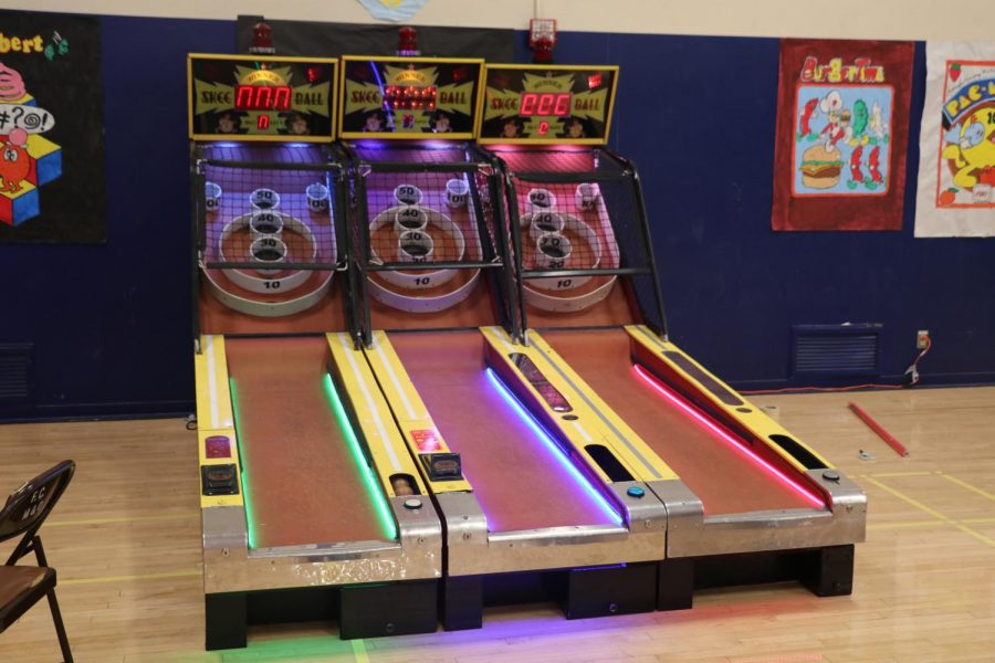 Games+popular+in+the+80s%2C+like+skee+ball%2C+were+set+up+for+students+to+play+when+needing+a+break+from+dancing.+Photo+by+Arashk+Alivandi.